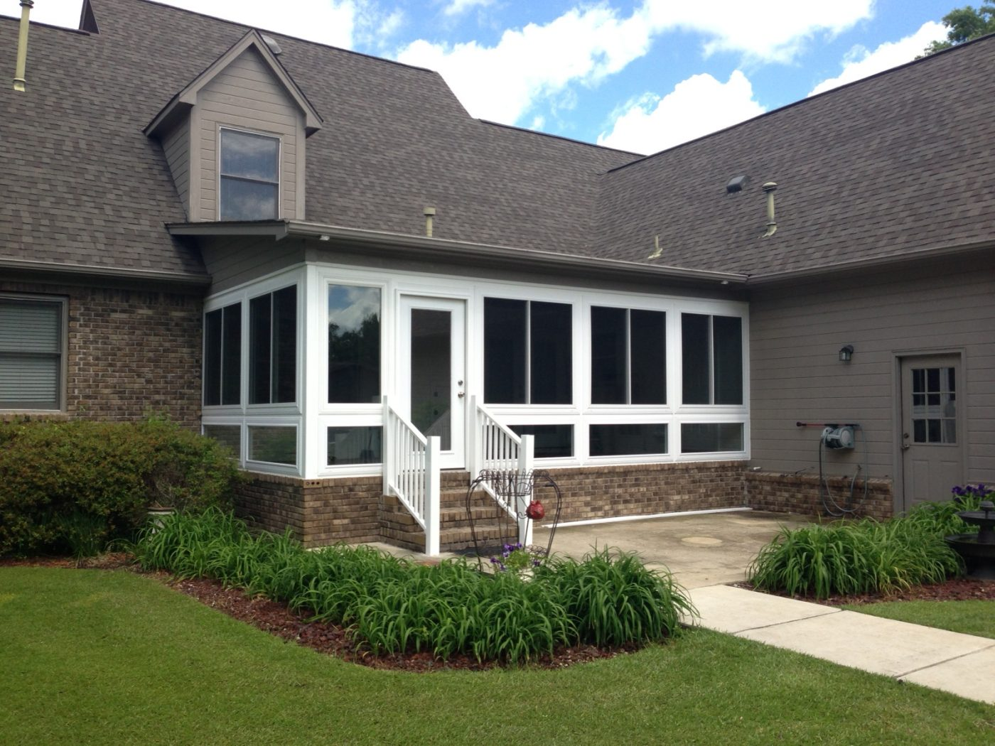Four seasons sunrooms choice windows doors for Sun room additions